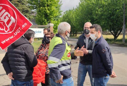 El PSOE Alto Aragón sale a la calle en Monzón para defender a los trabajadores de FerroAtlántica del Cinca